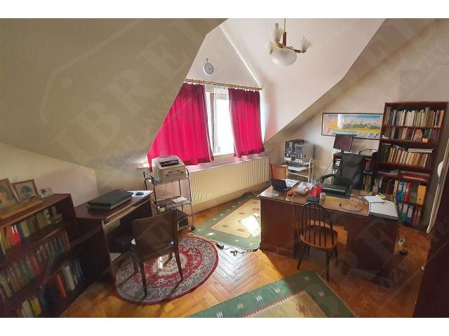 Eladó családi ház 360m2 Pest,  Kertváros
