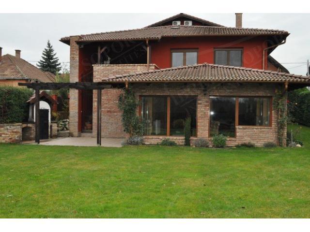 Eladó családi ház 480m2 Pest,  Parkváros